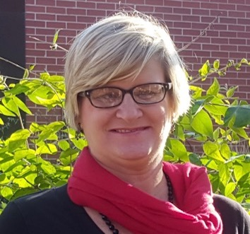 Photo of Leslie Wagner
